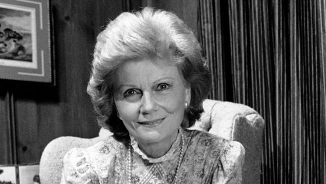June Cleaver to Gloria Pritchett: 5 Great TV Moms