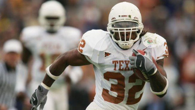 Former Longhorns RB Cedric Benson Dies in Motorcycle Crash