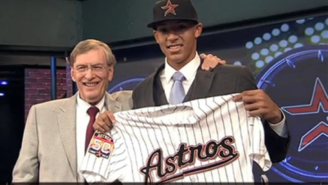 AL West Watch: Astros Calling on Correa