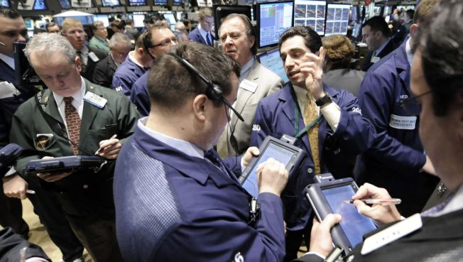 Dow Jumps Over 100 on Retail Bets