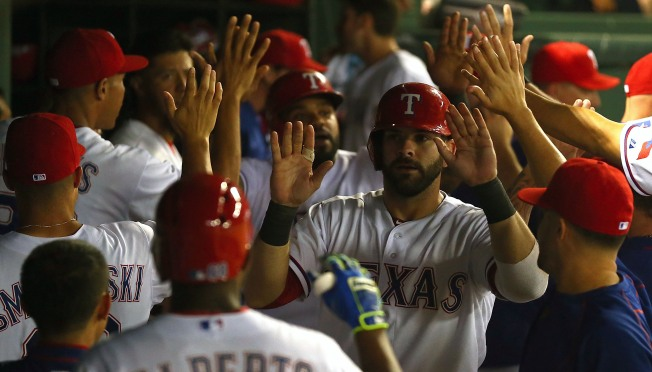 Gallardo, Odor Lead Rangers to Win Over Dodgers