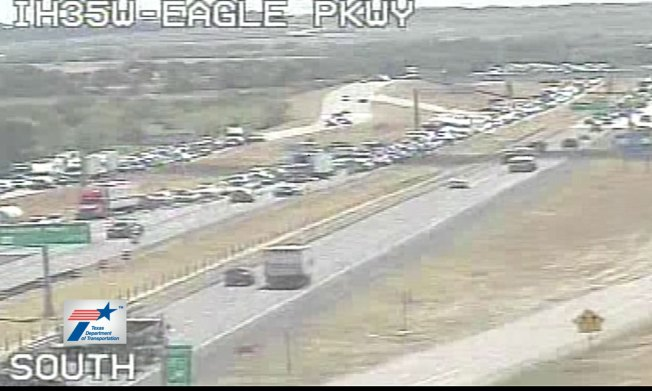 Fatal Crash Closes Interstate 35W in North Fort Worth