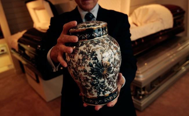 Burglars Return Stolen Ashes