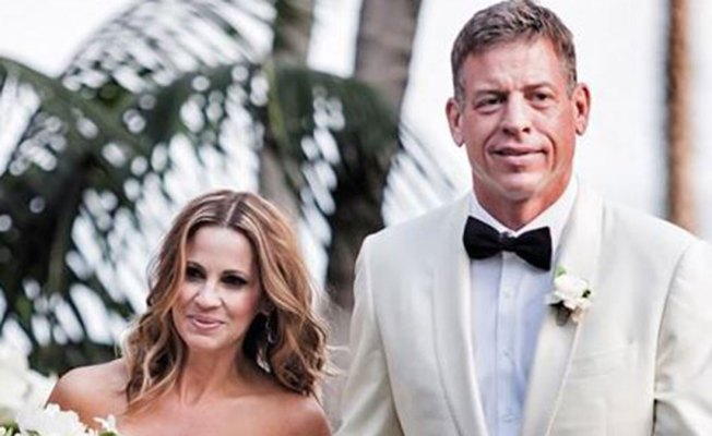 Hall of Fame Quarterback Troy Aikman Marries Fiancé