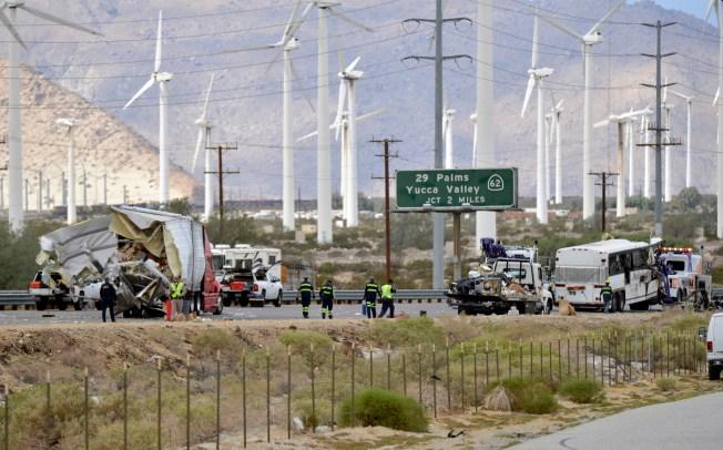 [LA GALLERY] Tour Bus Crash Kills 13 in Southern California