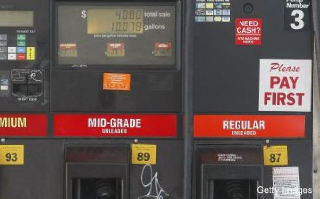 Hutchison Wants Texas' Federal Gas Taxes