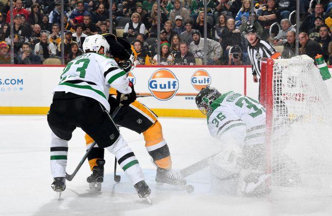 Crosby Scores in Return, Penguins Pound Stars 5-1