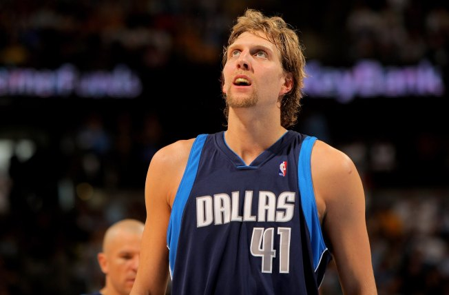 Mavs Beat Houston Despite Ejected Dirk