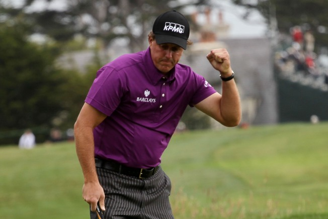 Mickelson Moves to 2nd Place at U.S. Open