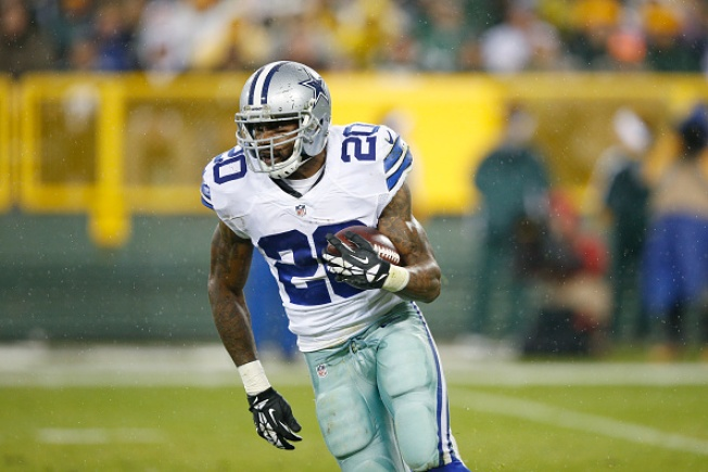 Dallas Cowboys Re-Sign Darren McFadden and Jonathan Cooper