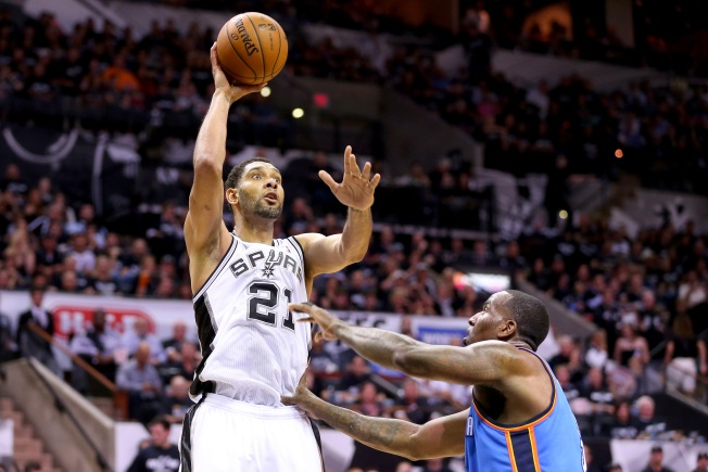 Duncan Helps Spurs Rout Thunder 122-105 in Game 1