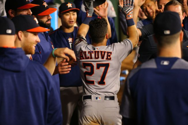 MLB-Best Astros Win 9th in a Row With 6-5 Win Over Rangers
