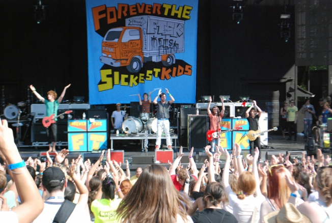 Forever The Sickest Kids Light Up Six Flags Stage
