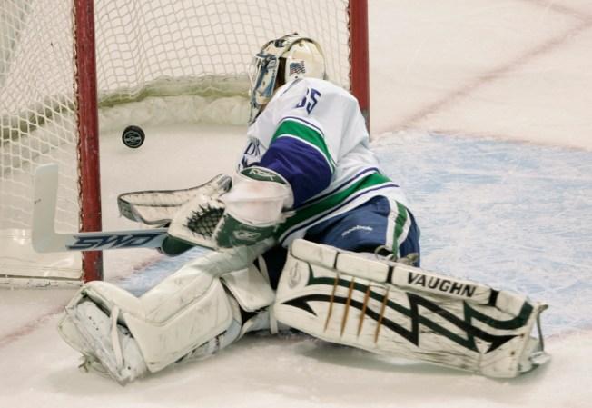 NHL Last Night: Sharks Pile on Early to Thrash Canucks
