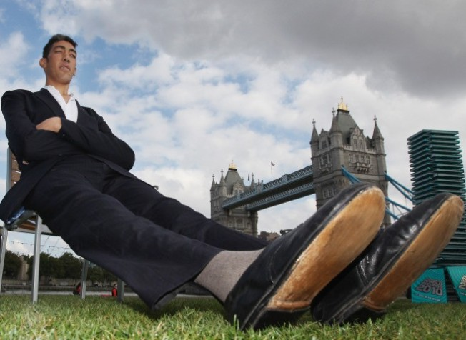 Guinness Crowns World's Tallest Man