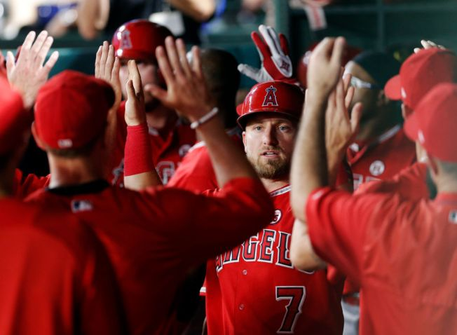 Calhoun's Single Breaks Tie in 10th, Angels Beat Rangers 7-4