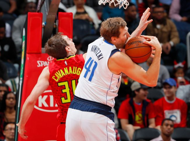 Schroder Scores 33, Hits Big 3 as Hawks Beat Mavericks