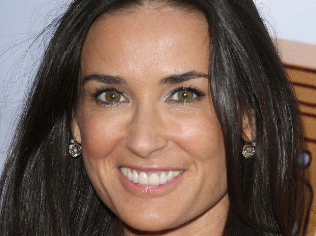 Demi Moore Uses Twitter to Help Prevent Suicide, Again