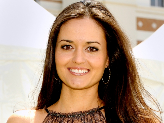 """Wonder Years"" Star Danica McKellar Files for Divorce"