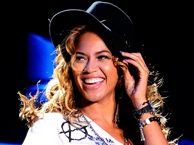 """Beyonce, Clint Eastwood in Talks for """"A Star is Born"""" Remake"""