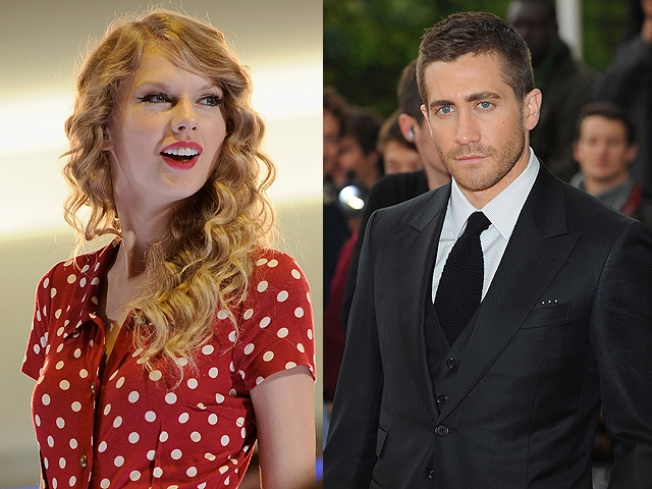 Taylor Swift Enjoys a Thanksgiving Latte with Jake Gyllenhaal