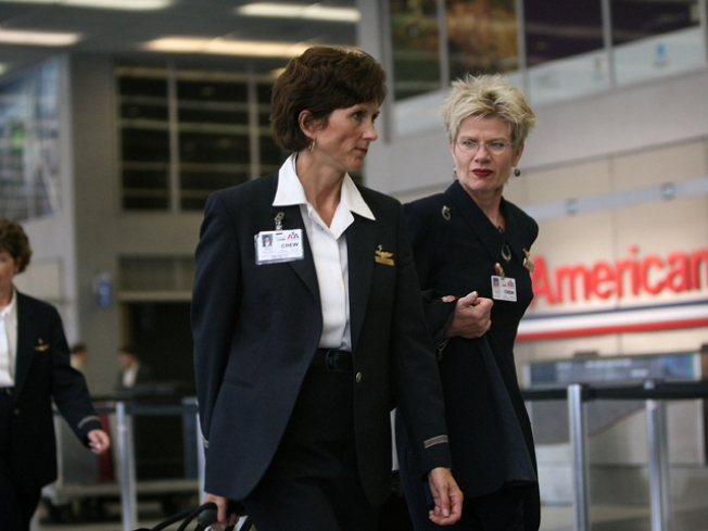 AA, Flight Attendants Again Talk Contract