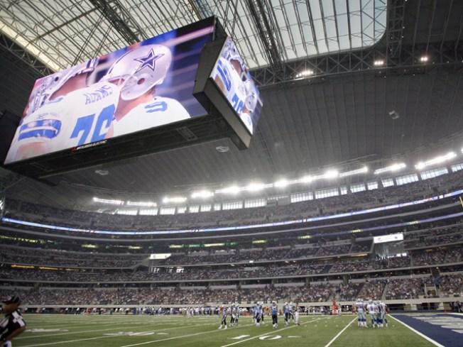 Thousands Volunteer for Super Bowl Effort