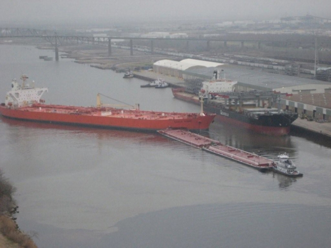 Crews Try to Protect Wildlife From Oil Spill