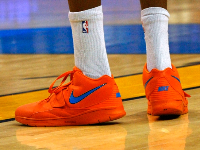 Durant's Creamsicle Shoes Not Orange Enough to Distract Mavs