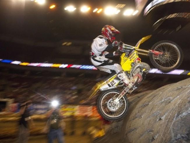 1/22-1/23: Motocross Stunts and Banjo Beats