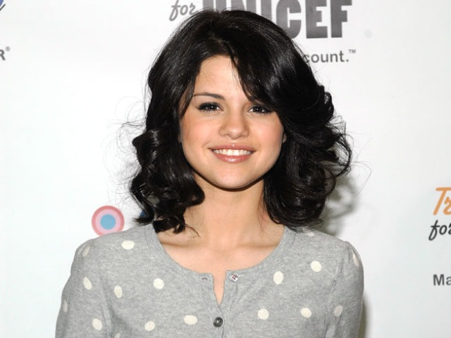 Selena Gomez Graduates High School – on Screen & Off