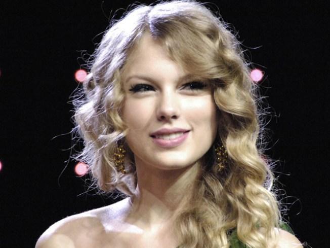 "Taylor Swift Follows Fan Just to Say ""Hi"""