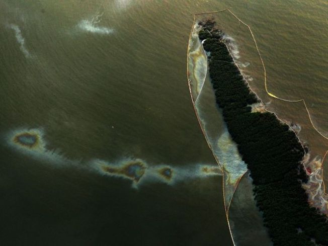 Nearly $1B Spent on Fighting Oil Spill
