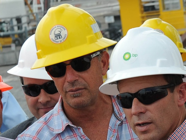 Costner Pitches $850 Million Oil Cleanup Plan