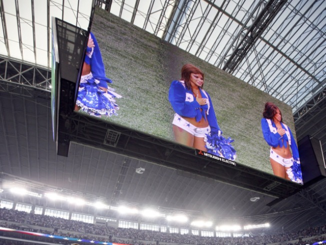 Houston Adds Massive Video Boards to Woo Super Bowl