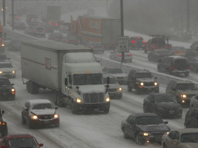 US 75 North of Dallas Closes During Snowy Weather, Accidents