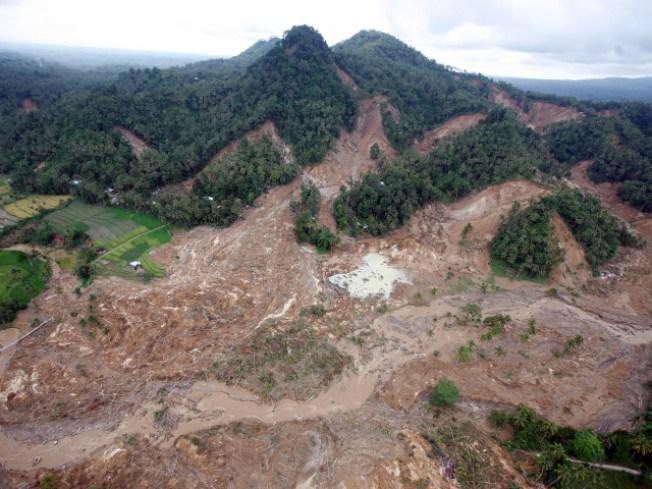 Indonesian Quake Buries 644 Under Debris