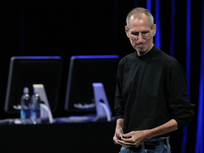 "Steve Jobs Takes Stage to Standing ""O"""