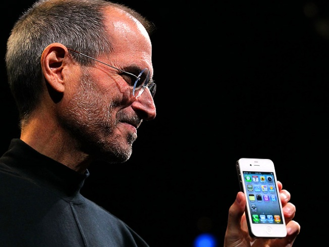 Experts Dial in on Apple's New iPhone 4