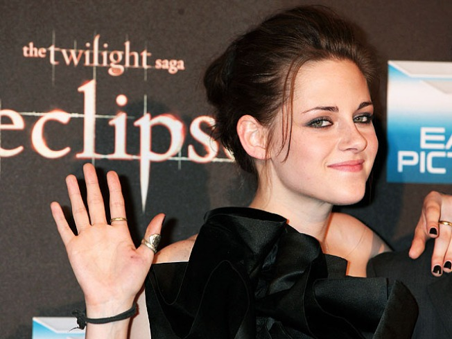 """Twilight"" Screenwriter Hints at ""Breaking Dawn"" Movies"