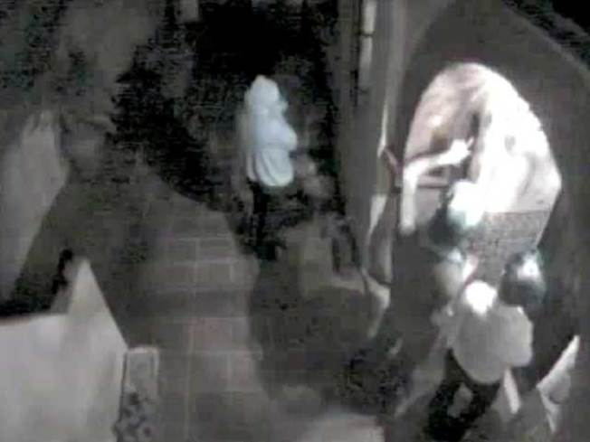 LAPD Looking To ID Lindsay Lohan Break-In Suspects