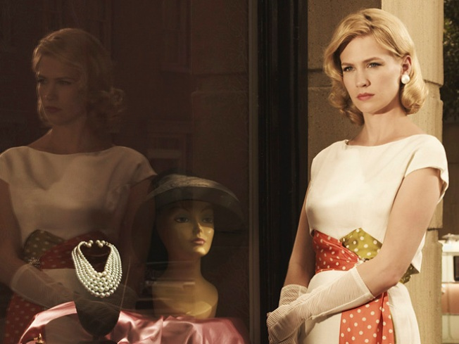 "Women of ""Mad Men"" Like Their Retro Curves"