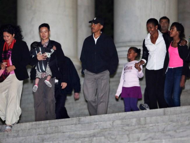 First Family Tours the Washington Monuments