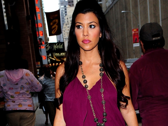Pregnant Kourtney Kardashian May Pose Nude