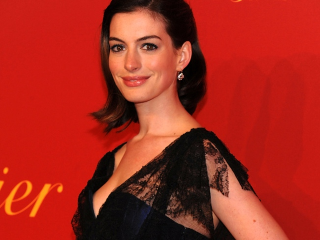 Anne Hathaway Involved In Minor Car Accident