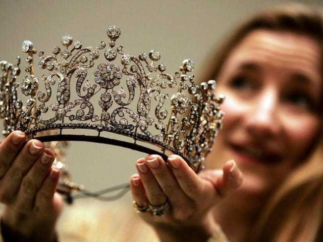 Beauty Queen Sues to Keep Crown