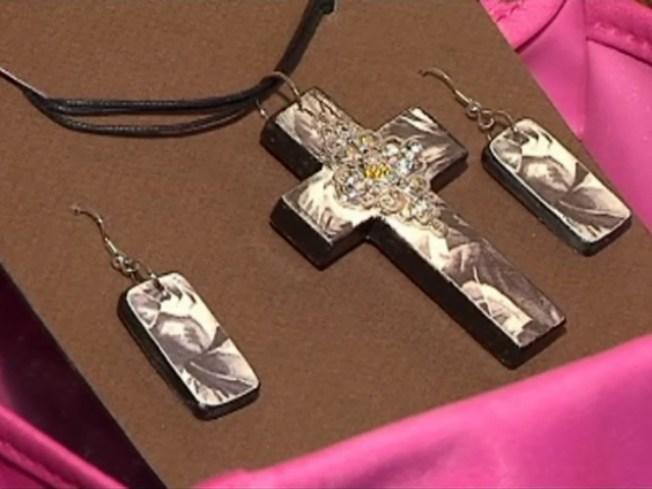 Jewelry-Making Moms Get Crafty