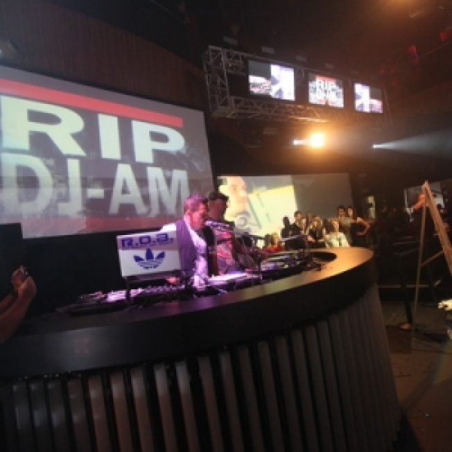 Blink-182, Las Vegas Club Dim The Lights For DJ AM