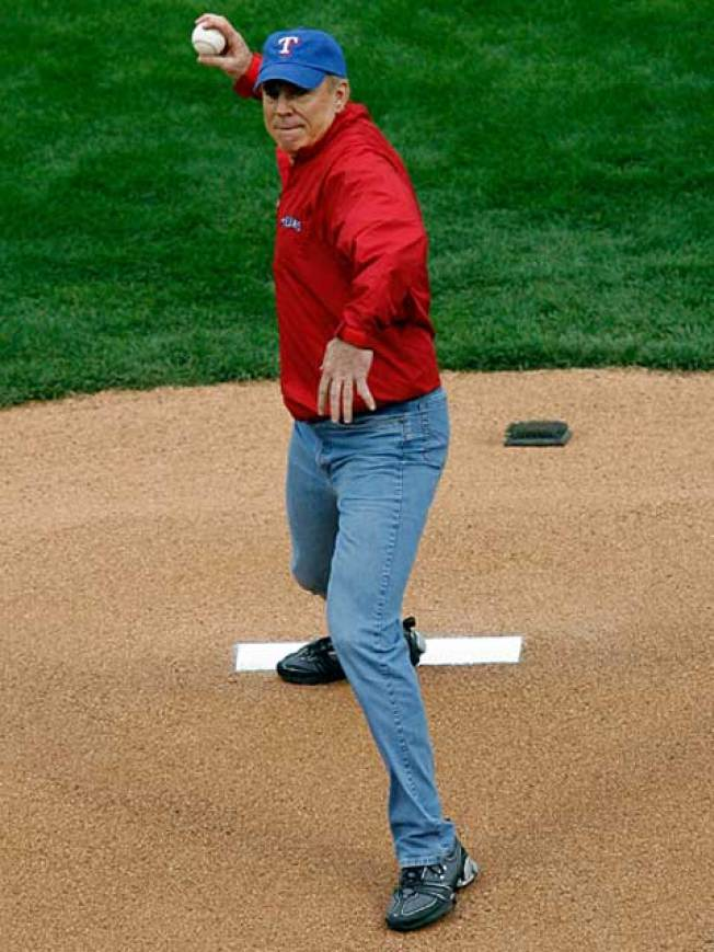 Staubach Throws Fastball for First Pitch