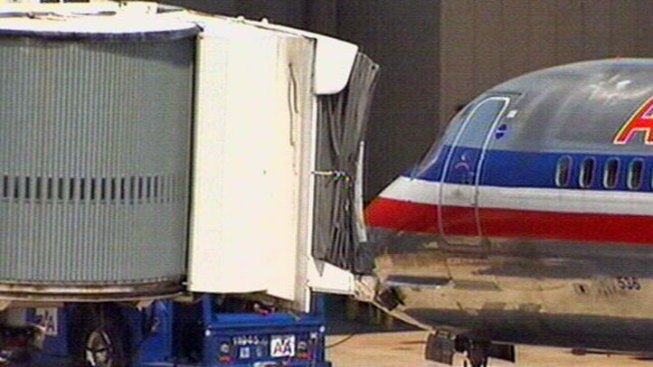 Two Men Pulled from DFW AA Flight